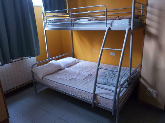 Letto a castello con matrimoniale sotto... - Picture of Hostel Dante ...