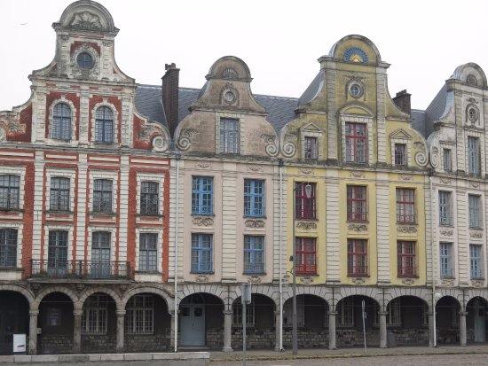 la plus ancienne maison d 39 arras 1467 c 39 est l 39 h tel des 3 luppars photo de grand place. Black Bedroom Furniture Sets. Home Design Ideas
