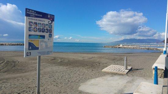Hotel Elcano: Playa de Pedregalejo . Servicios.