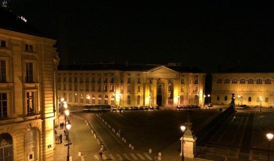 Hotel des Grands Hommes: Place du Panthéon by night