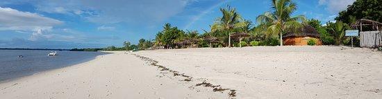 Kilwa Masoko, Tanzania: beach front looking south