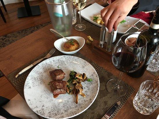 Mulheim an der Mosel, Alemania: Steak with wild champignon