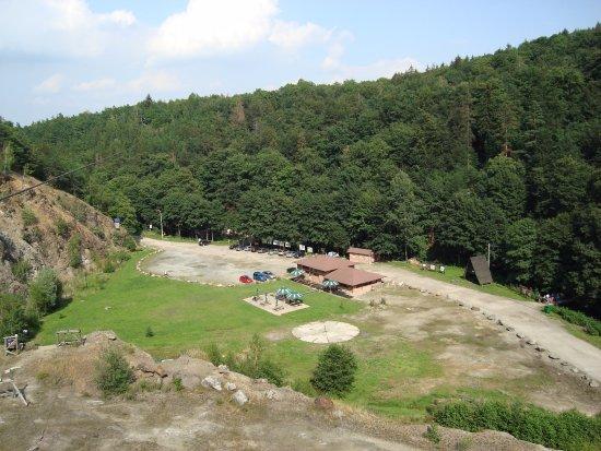 Leśny Park Przygody Skalisko : Skalisko - jedna ztyrolek, widok na kamieniołom