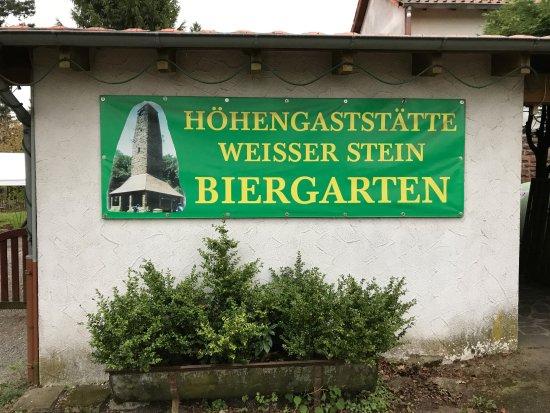 Zum weissen Stein: Biergarten - Hinweisschild