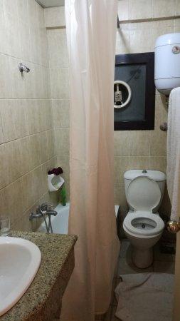 marhaba palace hotel salle de bains pommeau de douche bouch toilettes entartres