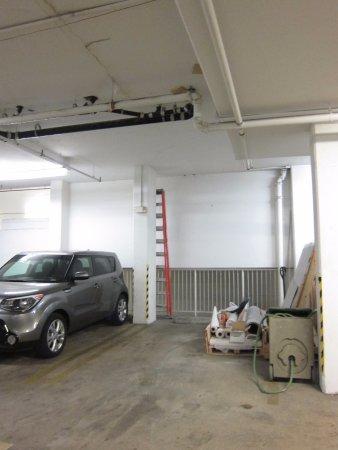 Hampton Inn Alexandria - Old Town/King Street Metro: parking