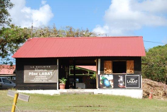 Grand Bourg, Guadeloupe: le hall de dégustation et magasin
