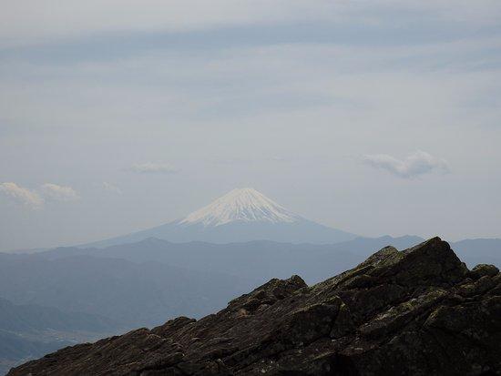 Mt. Kentoku : 富士山が遠くに見えます。