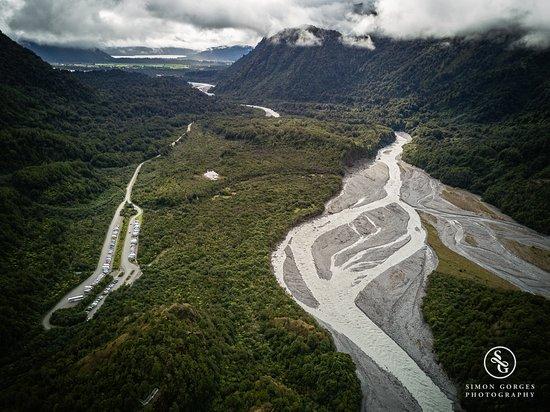ฟรานซ์โจเซฟ, นิวซีแลนด์: Birds Eye View from Franz Josef to the coast line and National Park - Car Park.