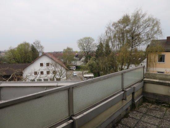 Ismaning, ألمانيا: Blich von Terrasse /Balkon