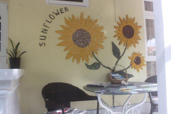 Villa Sunflower: Sitting area in the garden from Gold