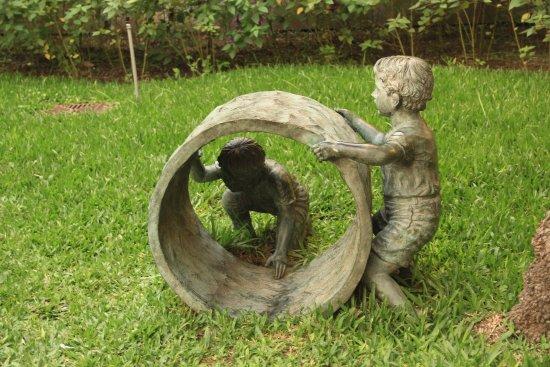 Ninos Jugando Escultura Picture Of Las Palmas Del Pilar Pilar