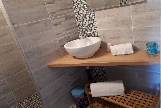 Salle de bain de la chambre acacia picture of nuit d 39 un for Chambre de commerce villefranche sur saone