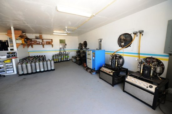 4 Bauer compressors and a customized Nuvair nitrox system