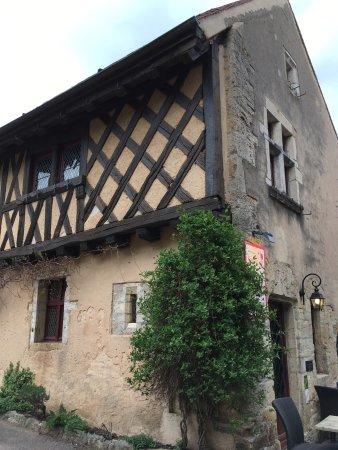 Chateauneuf, ฝรั่งเศส: Très bonne cuisine et accueil très très agréable, vraiment un bon moment !!