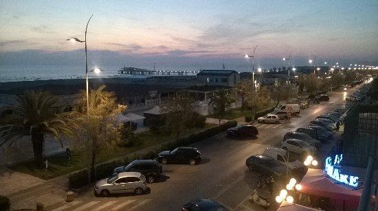 Hotel Biagi: Veduta dalla camera dopo il tramonto