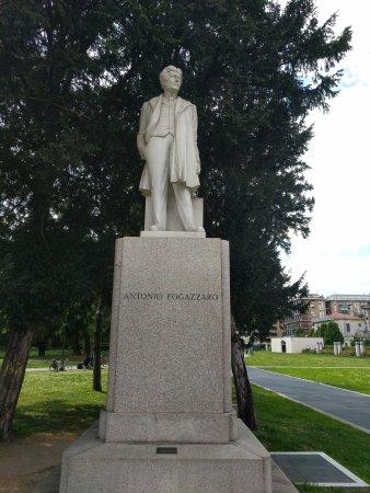 Statua di Antonio Fogazzaro