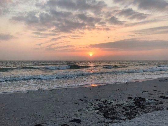 Treasure Island, فلوريدا: Sunset on the beach