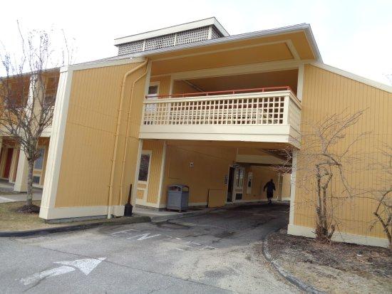 Econo Lodge Freeport: front entrance