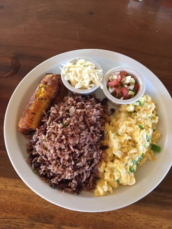 Buena Onda Beach Resort: Nica Plate for breakfast - rice/beans, eggs with green peppers, plantains, pico de gallo, cheese