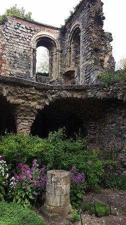 Canterbury Cathedral: ruins