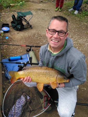 Chudleigh, UK: Big common from lower pool