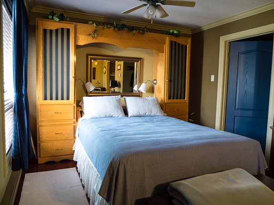 Noah's Motel & Resort