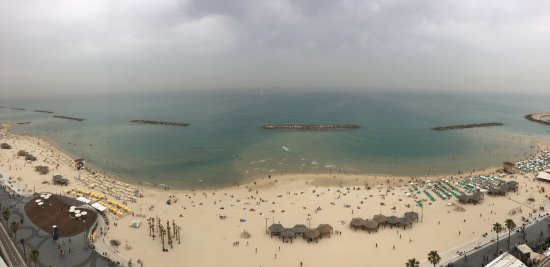 Sheraton Tel Aviv Hotel: Beach view from hotel