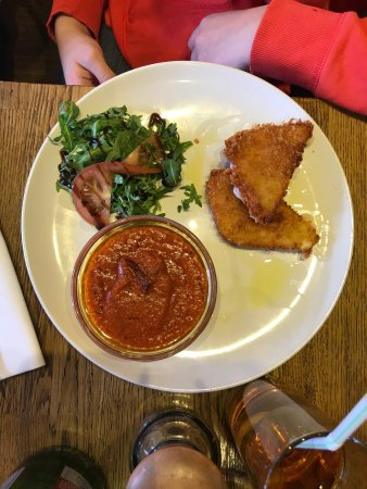 Burnham, UK: Spaghetti allo scoglio, fettuccine al tartufo, fettuccine asparagi e salmone , penne all'arrabbi