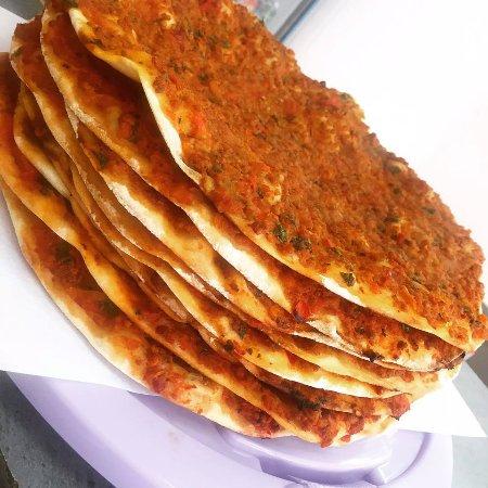 "La Ferte Mace, Francja: Lahmacun ""Pizza Turque"""