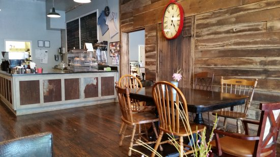 Franklin, KY : Sitting area and order station
