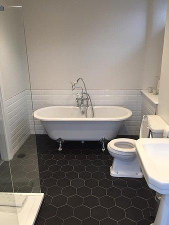 Chestnut Villa: Bath