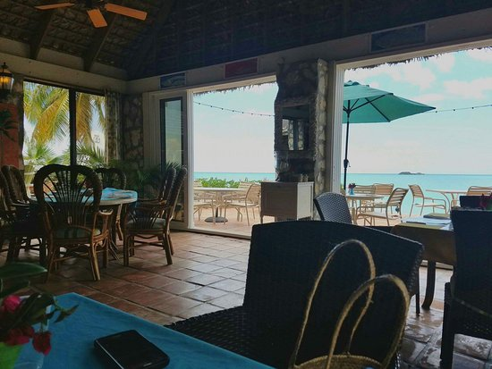 Fernandez Bay Village: Dining room view.