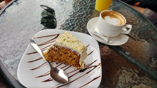 Orosi, Kostaryka: Queque de Zanahoria y un Cappuccino
