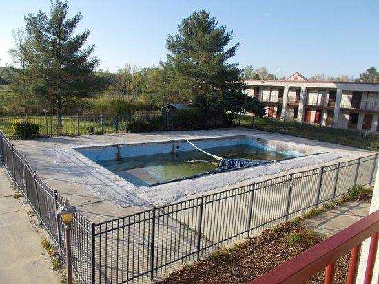 Athens, TN: Pool area