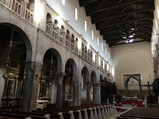 Zadar Cathedral: 2階のアーチが美しい