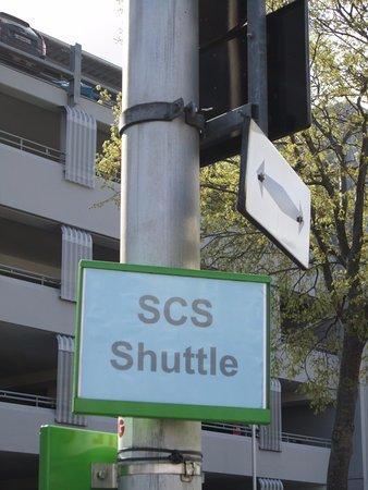 Voesendorf, Autriche : Haltestelle des kostenlosen Shuttlebus zum SCS ab Siebenhirten