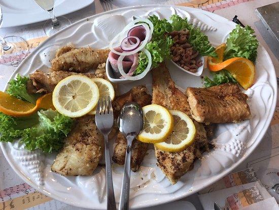 Wittmund, Almanya: Hervorragende Fischplatte