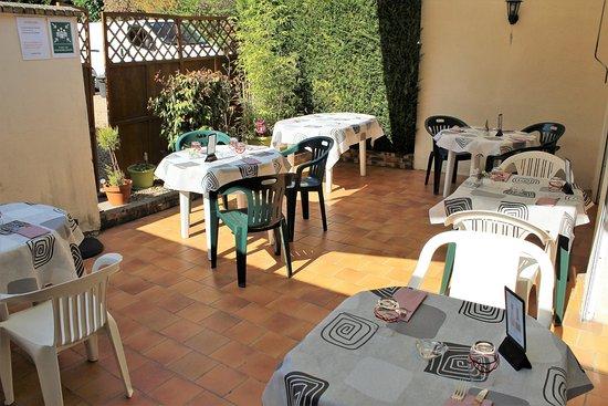 Margon, ฝรั่งเศส: Terrasse au calme (15 couverts)