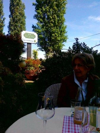 Bereguardo, Italia: Aperitivo in giardino