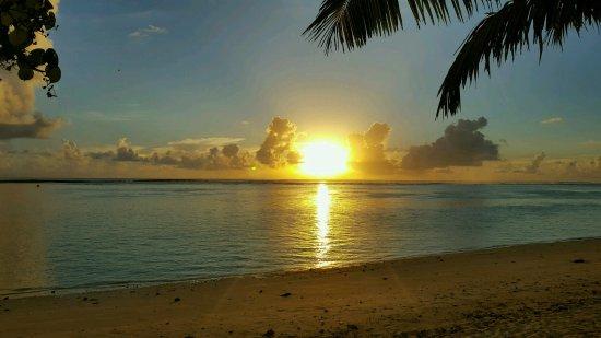 Titikaveka, Cook Islands: Extraordinary sunsets!