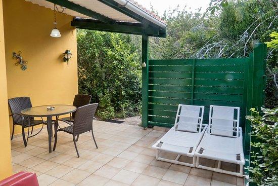 Het terras van huis totolica picture of flamingo park bungalows diving curacao sint - Terras van huis ...