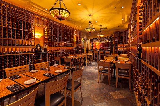 Il Forno Classico: Wine shop, dining room, private party room