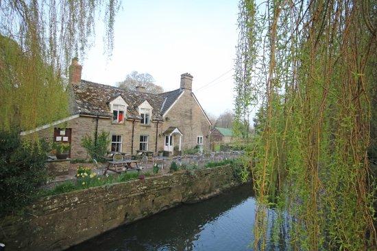 The Bridge Inn - Michaelchurch Escley: Outside view