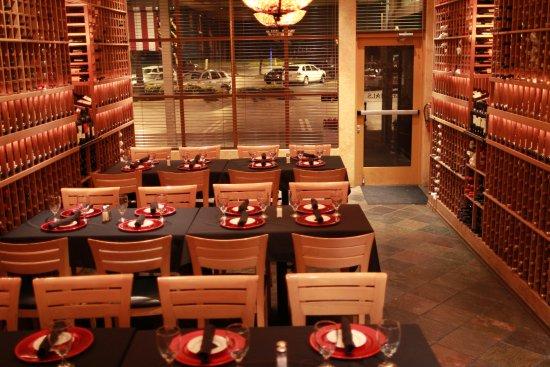 Rancho Cordova, Kaliforniya: Private room up to 32 guests, 4 tables of 8