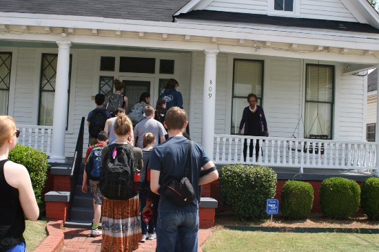 Dexter Parsonage Museum - Dr. Martin Luther King home: Entering the Parsonage with our group