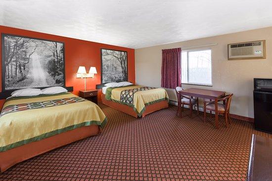 Marysville, MI: 2 Double Beds Exterior Corridor
