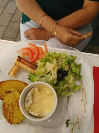 Ollioules, France: le petit camembert rôti