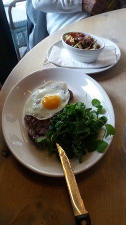 Camberley, UK: Rib-eye steak with salad and fried eye upon request