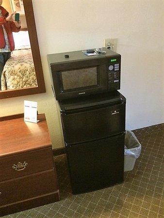 Motel 6: Micro-ondes et petit frigo, côté positif.